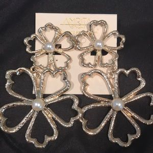 Amrita Singh flower and pearl clip on earrings new